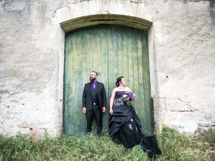 Mariage black metal à la Jasse du Daladel en camargue – black dress